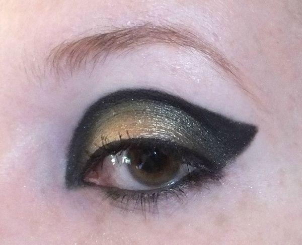 makeup-rock-gothic-urban-decay-oraculum-blackout-smuf-dark (1)
