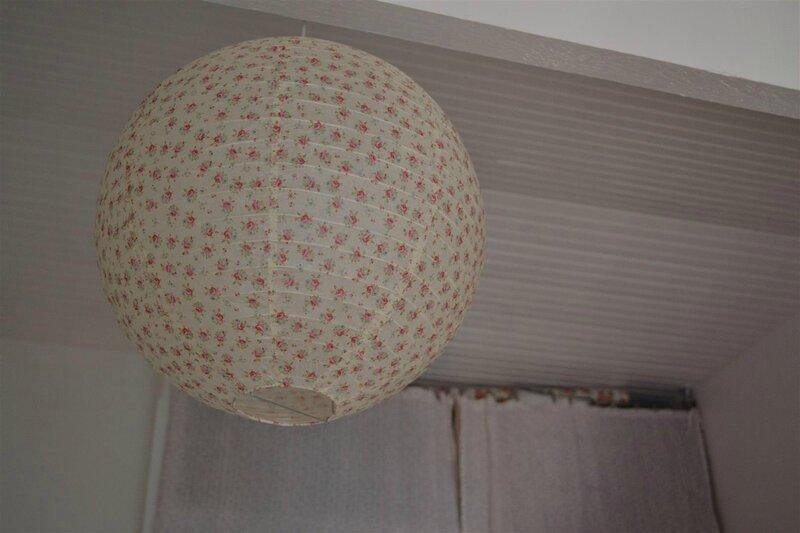 Customisation de rideaux fleuris plumetis gris souris   Vent de Liberty