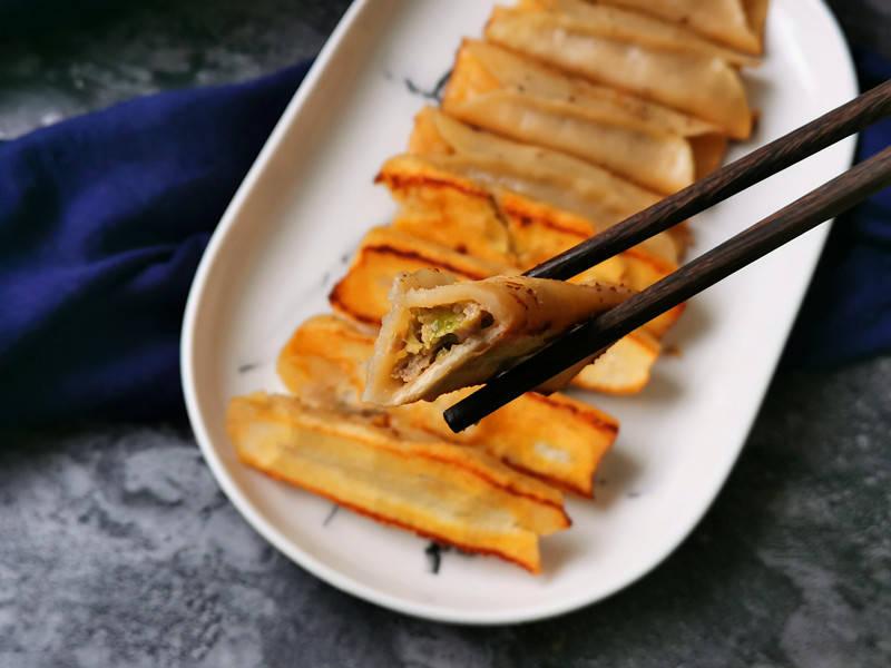 原創  年後,餃子吃膩了試試做這麵食,外焦里嫩湯汁鮮美比餃子好吃