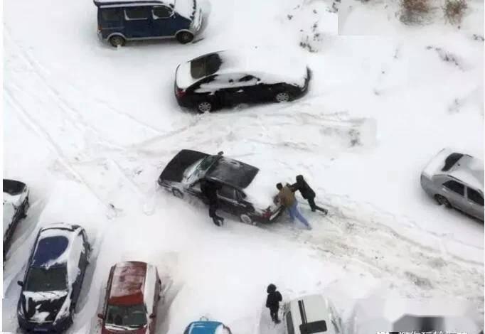 """東北一場大暴雪揭開了新能源汽車的遮羞布,車主:服了這""""祖宗""""_燃油"""