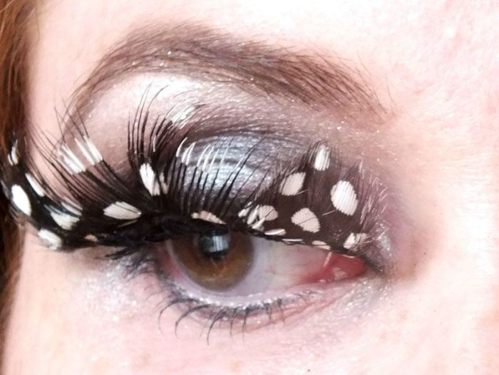 SMUF-oiseau-faux-cils-plumes-feather-eyelashes-bird-urban-decay-maquillage-makeup-eyes-grey-redhaired (2)