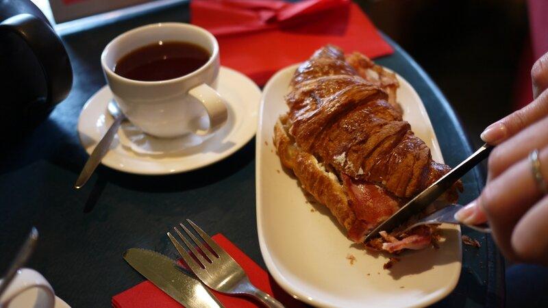 Un croissant au bacon