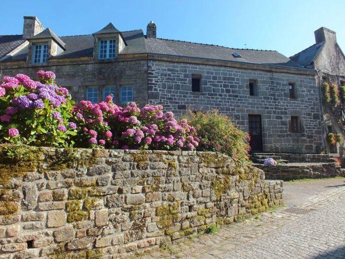 locronan-bretagne-finistere-touristique-boutiques-specialité-bretonnes-authentique-village-de-caractere-chocolatier-hortensias-chouans-monuments-historiques (21)