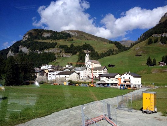 Selenga und Tennessee Auf dem Weg nach Nizza - hübsche Dörfer und Berge in der Schweiz.