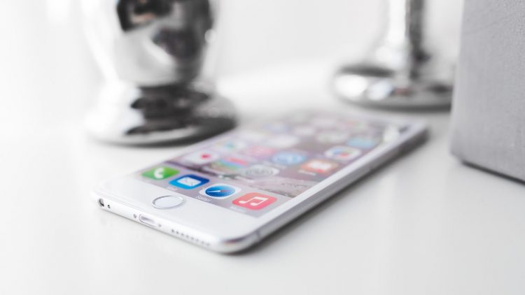 20aed753-11bc-4066-b215-005a993b9d36_apple-iphone-technology-white