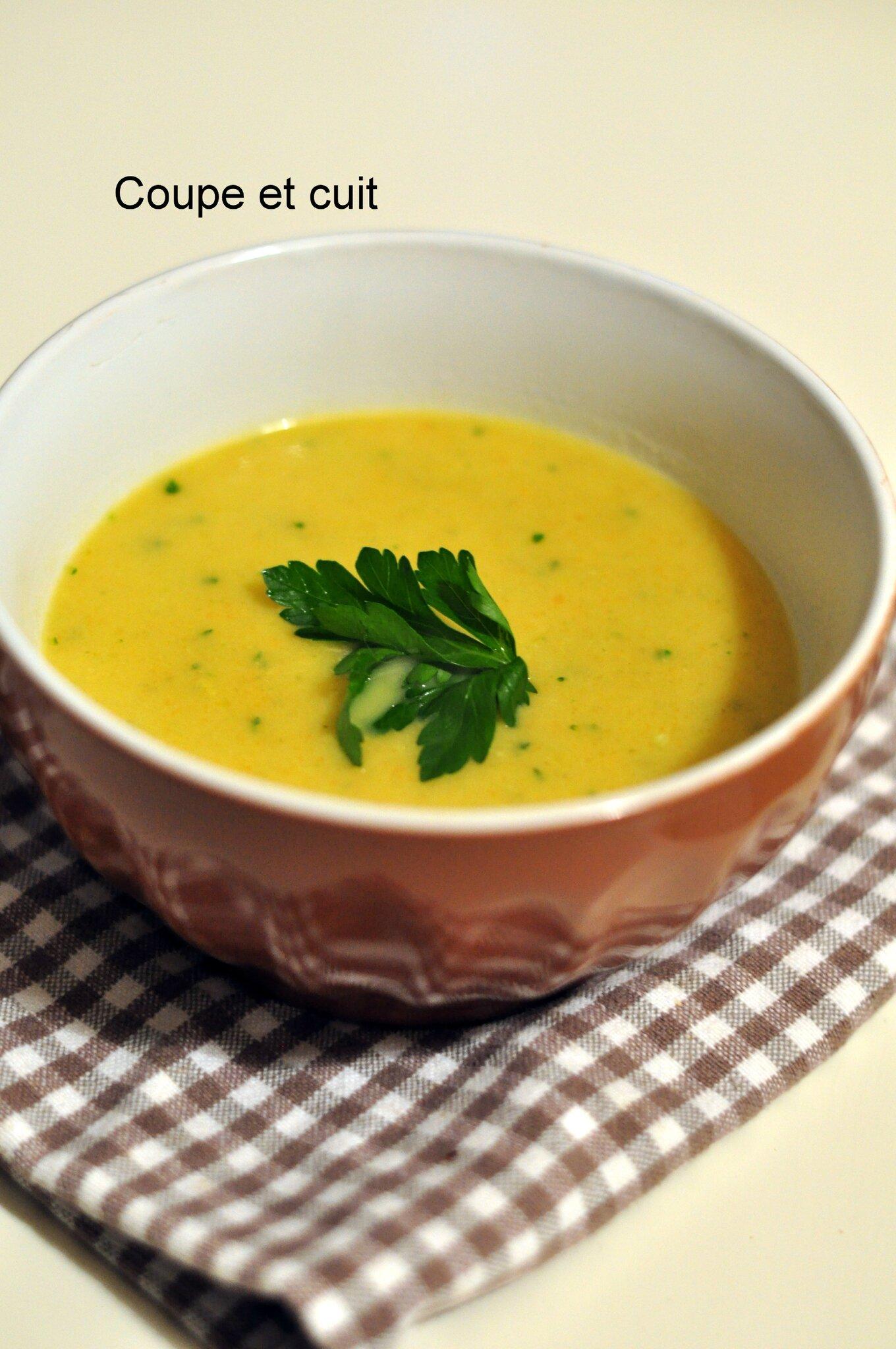 Recette Soupe de poireaux-carottes-pommes de terre aux lardons
