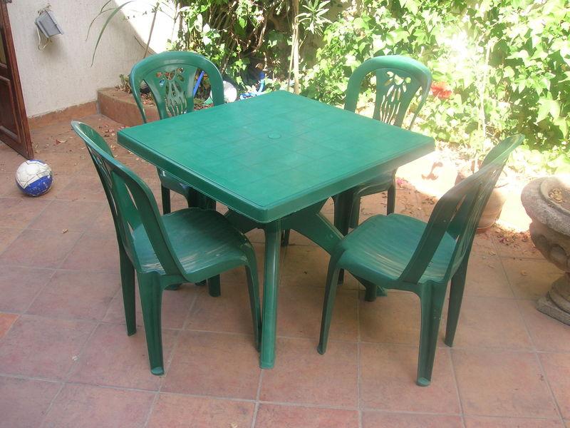 Table de jardin verte en plastique  Wikiliafr