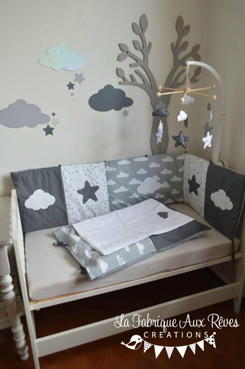 decoration chambre bebe fille garcon nuage etoiles gris fonce gris clair blanc