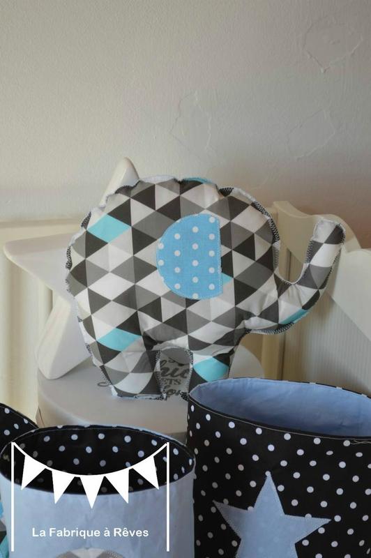 Dcoration chambre enfant bb bleu gris noir lphant formes gomtriques chevrons triangles