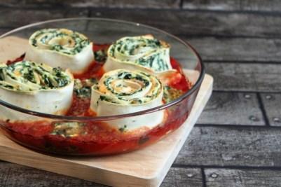 lasagnes roulees verticale saumon fume brociu epinard sauce tomate