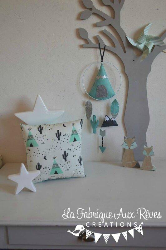 Dcoration chambre bb garon tipi flche arrow plume cactus mint menthe gris argent  coussin