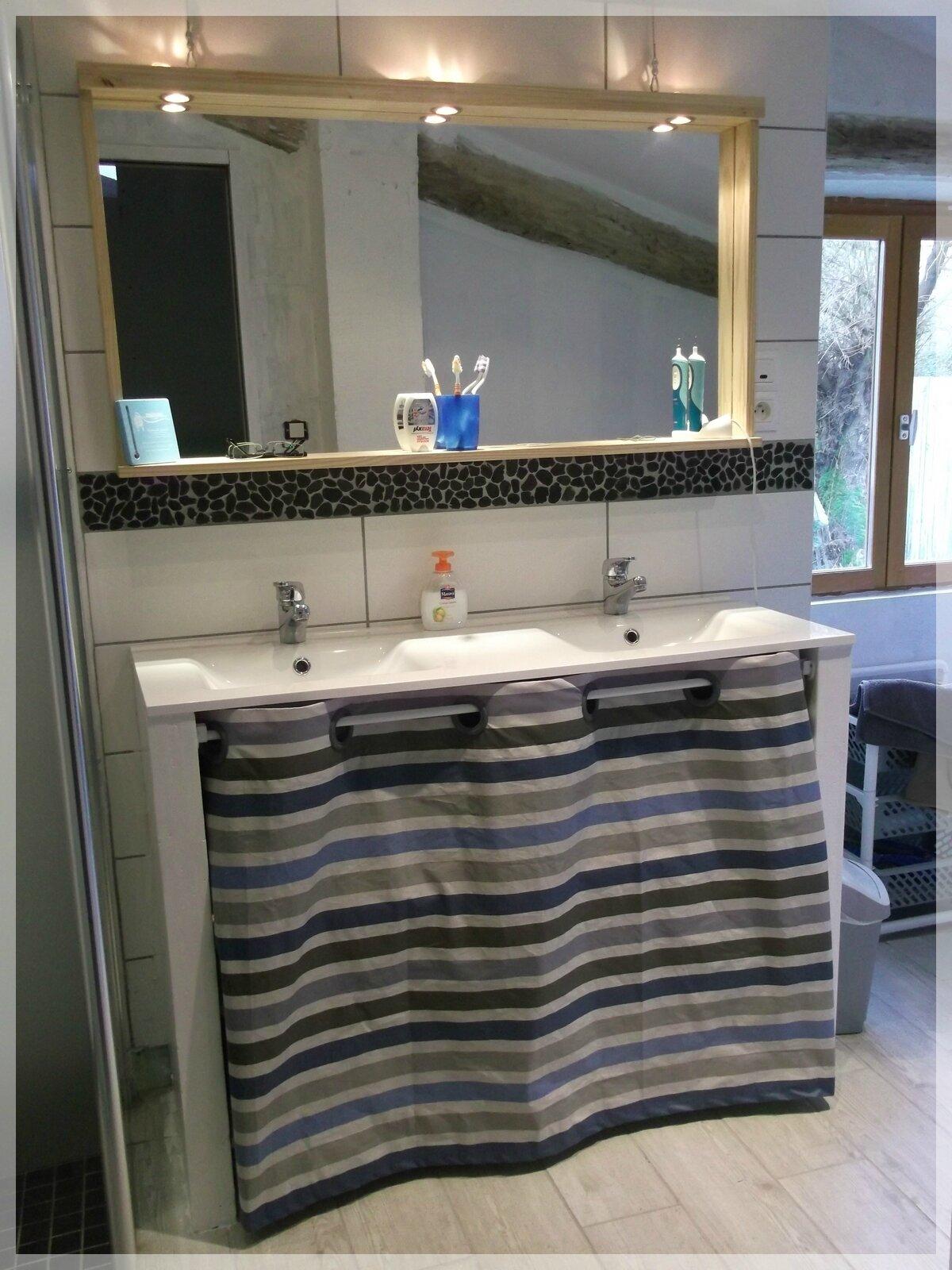 meuble de cuisine dans salle de bain