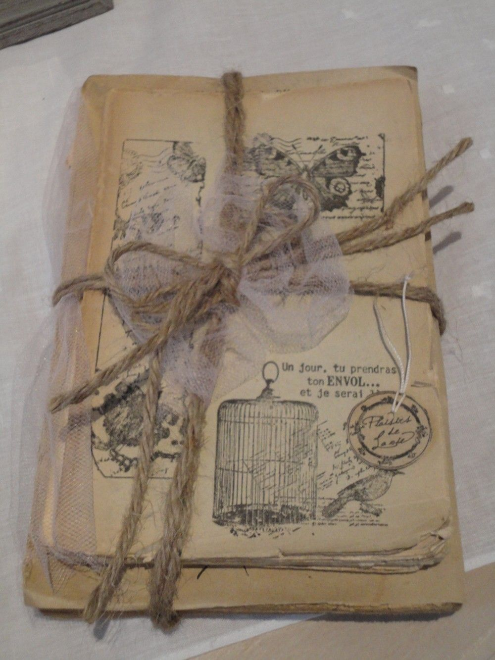 Des livres anciens devenus objets de charme  Charme dantan