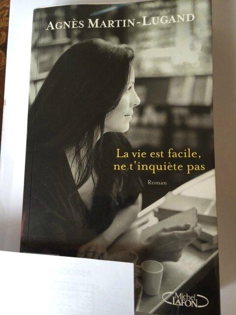 Les Gens Heureux Lisent Et Boivent Du Café Suite : heureux, lisent, boivent, café, suite, Facile,, T'inquiète, D'Agnès, Martin-Lugand, Blabla
