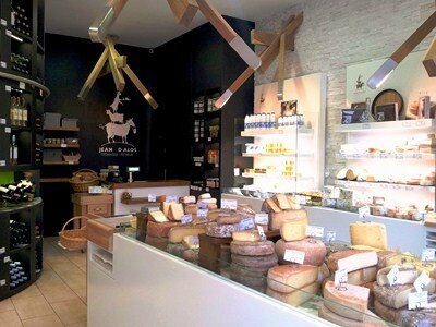 A visiter en plein Bordeaux les caves Jean dAlos cheesemakers depuis 1983  Du Bruit Ct