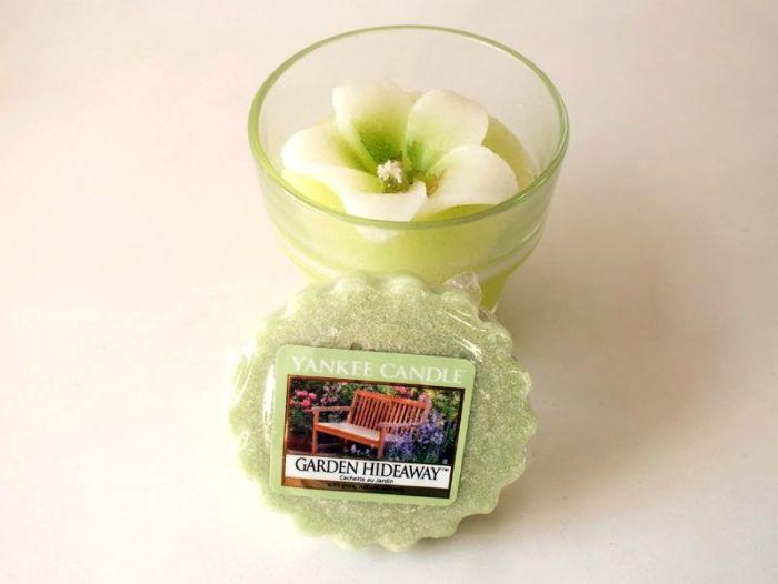 tartelette-yankee-candle-garden-hideaway-bougie-ambiance-printemps-ete-fleurs-herbe-coupée-test-description (1)