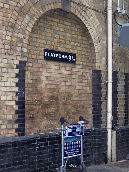 Gare De King's Cross Quai 9 3 4 : king's, cross, King's, Cross, Pancras, Valise, Morgane