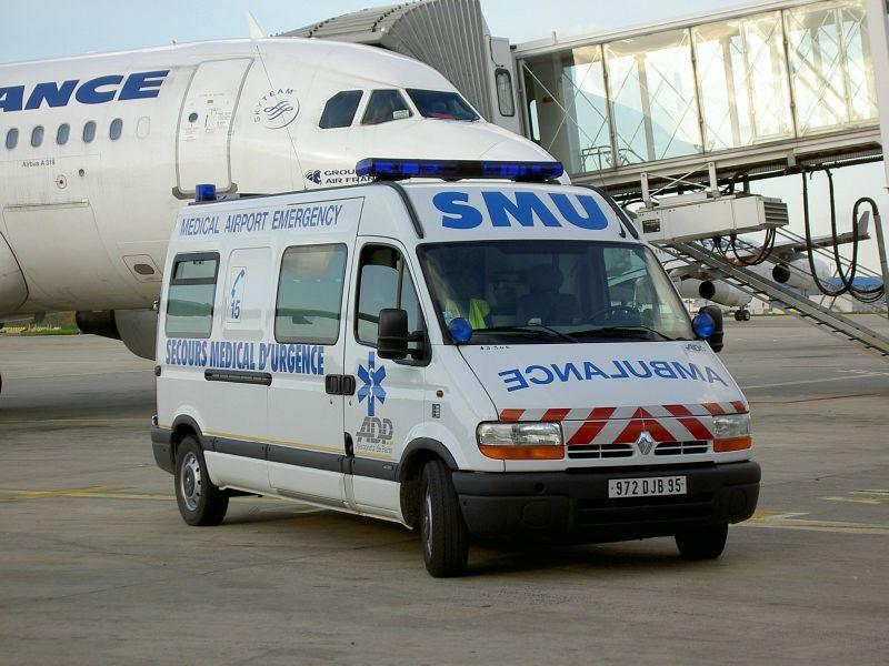 Ambulance Du Smu De L'aéroport De Roissy Charles De Gaulle