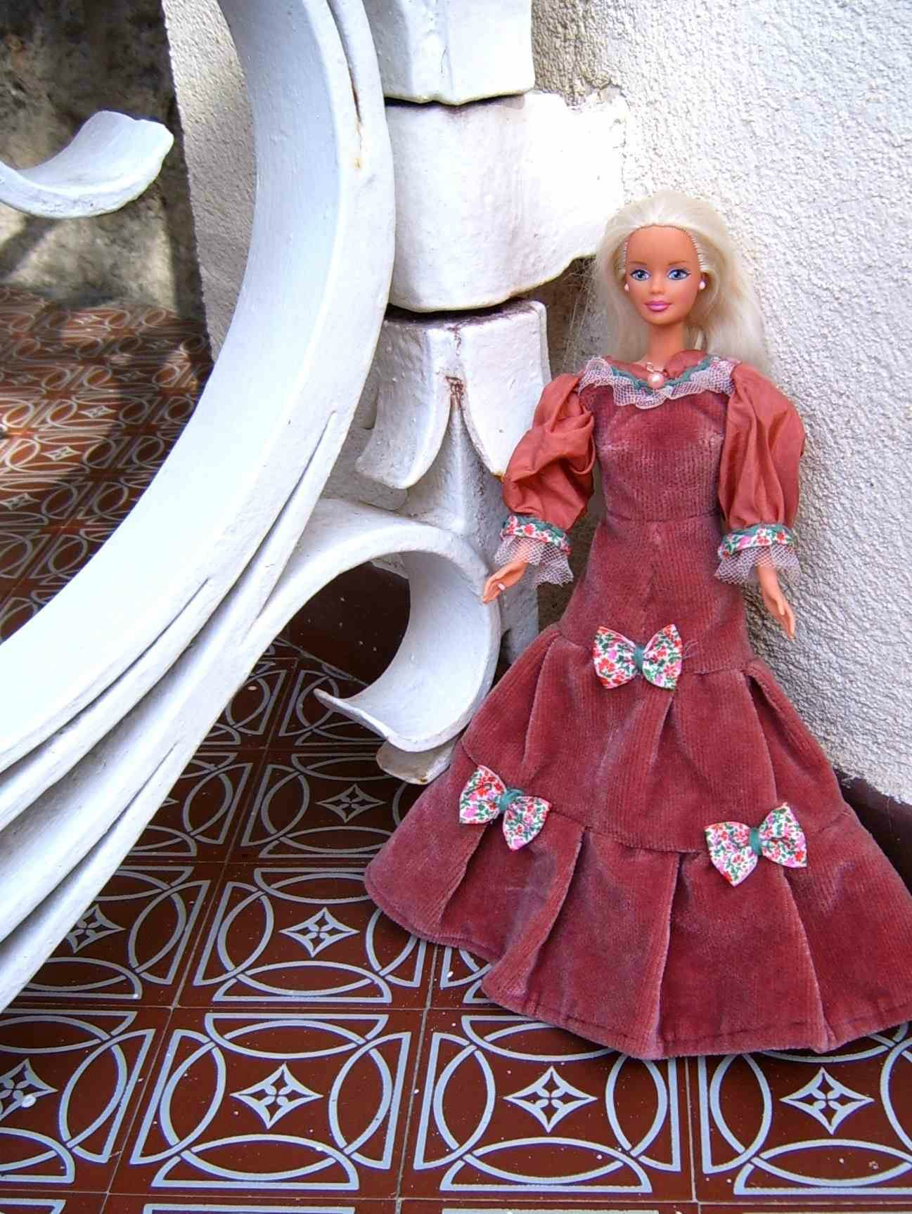 Recyclage Textile Barbie Robe Collection 19me Sicle