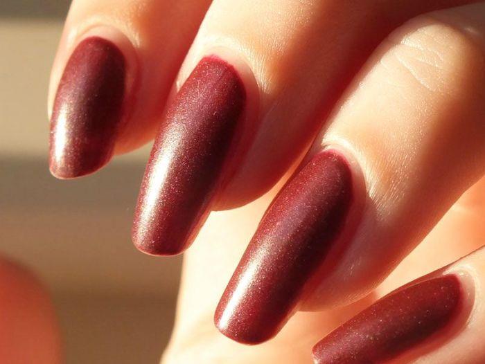 ruby-ribbon-revlon-nail-polish-mat-matte-rouge-lie-de-vin-vampire-gothique-velours-manucure-vernis-a-ongles-test-revue-swatch (4)