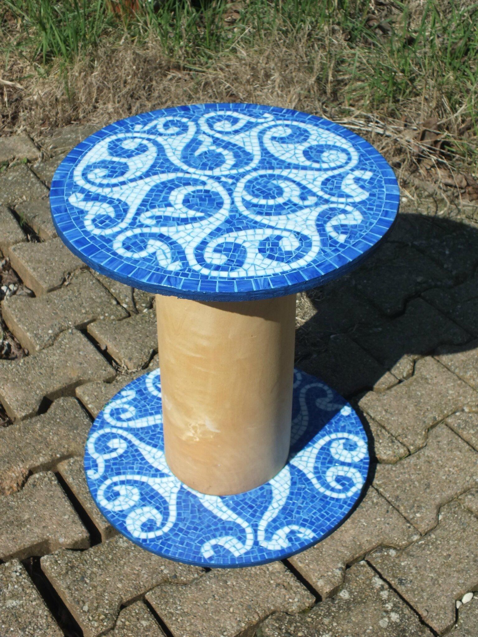 Table touret motif celtique  Spirale bleue