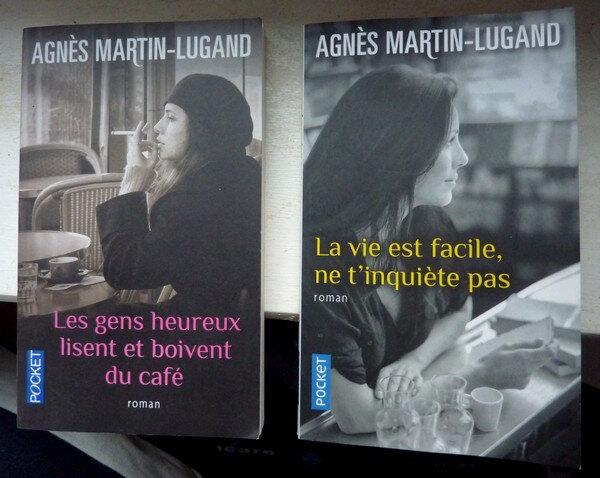 Les Gens Heureux Lisent Et Boivent Du Cafe La Vie Est Facile