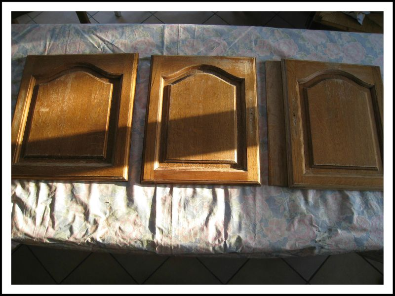 3 portes debarrassees de leurs ferrures