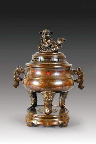 Grand brleparfum  Paire de chimres en bronze cisel et patin Ancien travail dExtrme