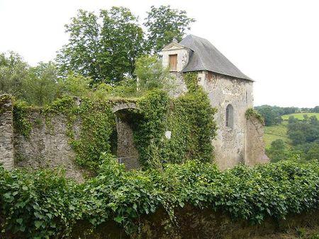Entree_de_l_ancienne_demeure_du_poete_Joachim_du_Bellay