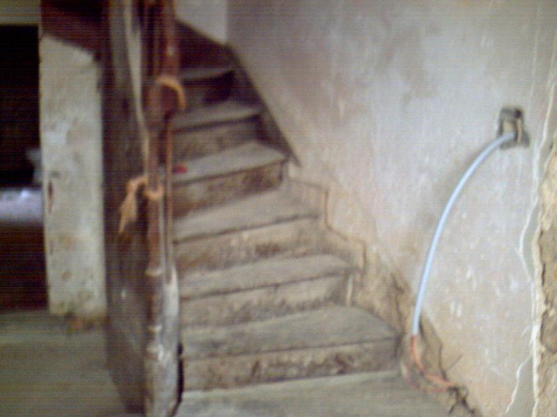 l entre intrieure  le couloir et lescalier  renovaventure en CHARENTE
