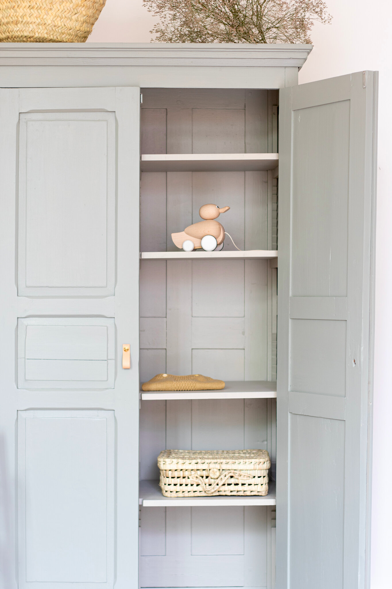 armoire parisienne vintage gris vert