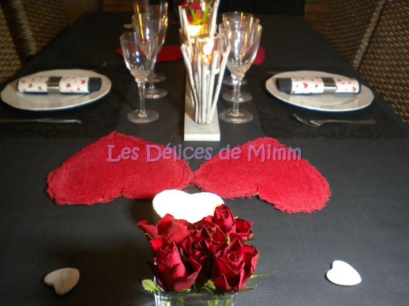 Une table pour la SaintValentin en rouge et noir  Les Dlices de Mimm