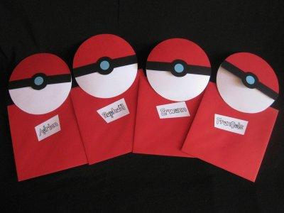 Fabriquez des cartons d'invitation d'anniversaire pokémon en forme de pokéball