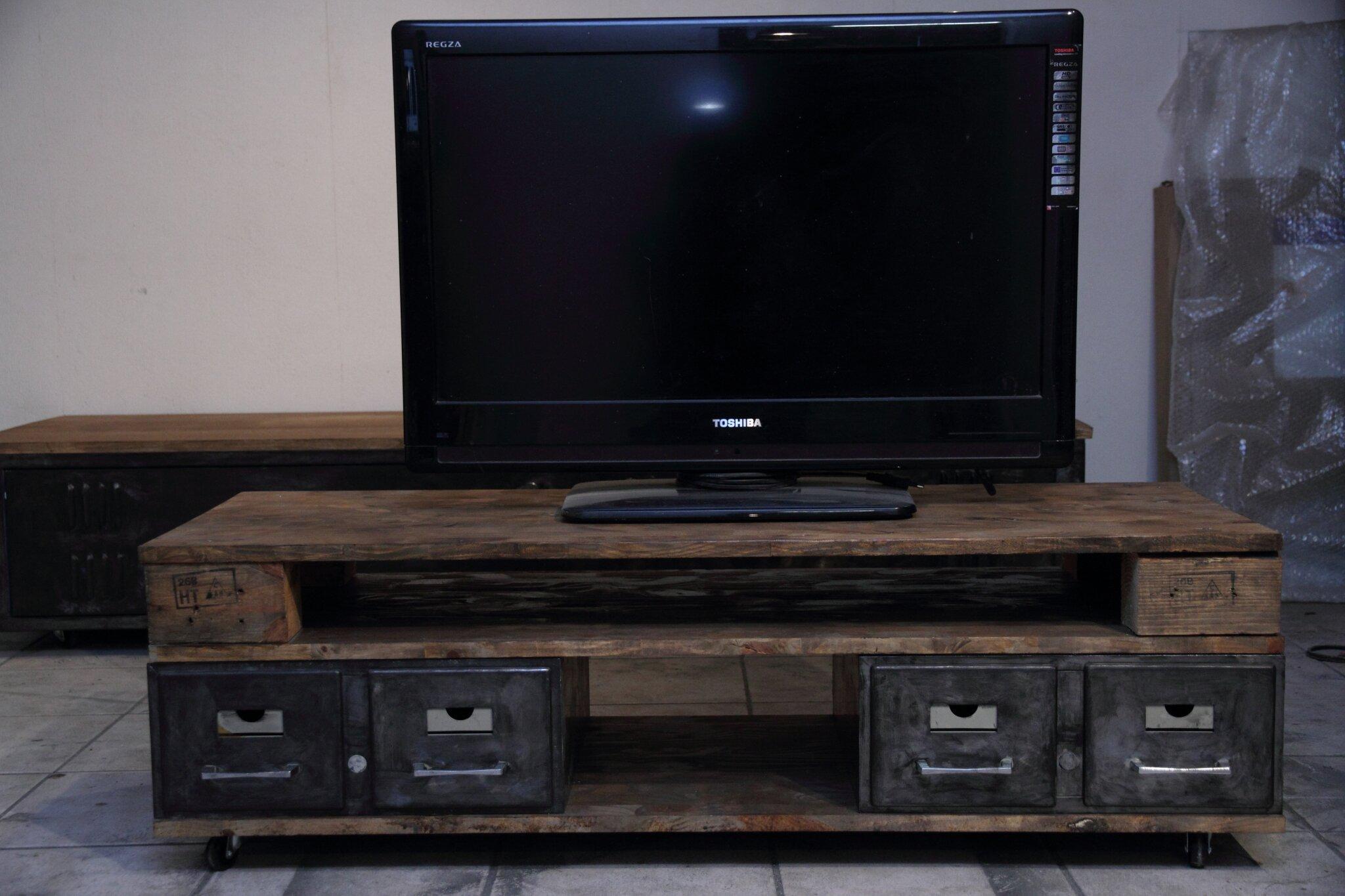 Petit meuble TV industriel  VolpArt et Mimi