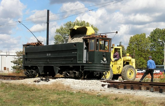 3618 being loaded during construction of PTM's Redman Wye trackage.