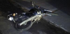 Mulher perde controle de moto e sofre grave acidente em Paulo Afonso