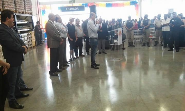 Prefeitos Anilton Bastos e Luiz de Deus na inauguração do empreendimento.