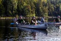 Da alle havde fået søsat deres kanoer, i alt syv styk, var vi klar til at padle derud af. Alle glædede sig og var klar på tre gode dage på søen.