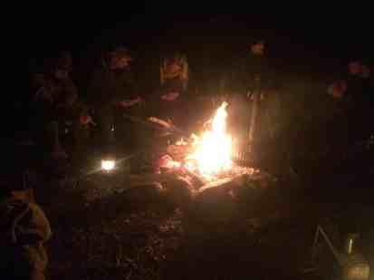 Aftenhygge om bålet.