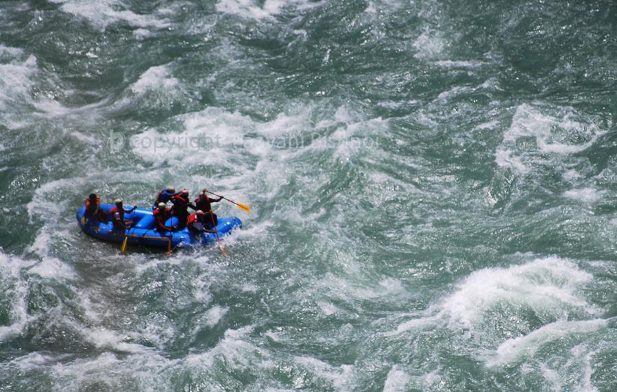 rafting-in-rapid