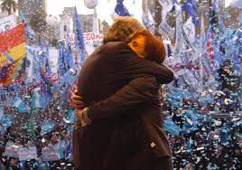 Néstor y Cristina Kirchner en la Plaza de Mayo