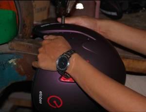 Perakitan Helm Custom