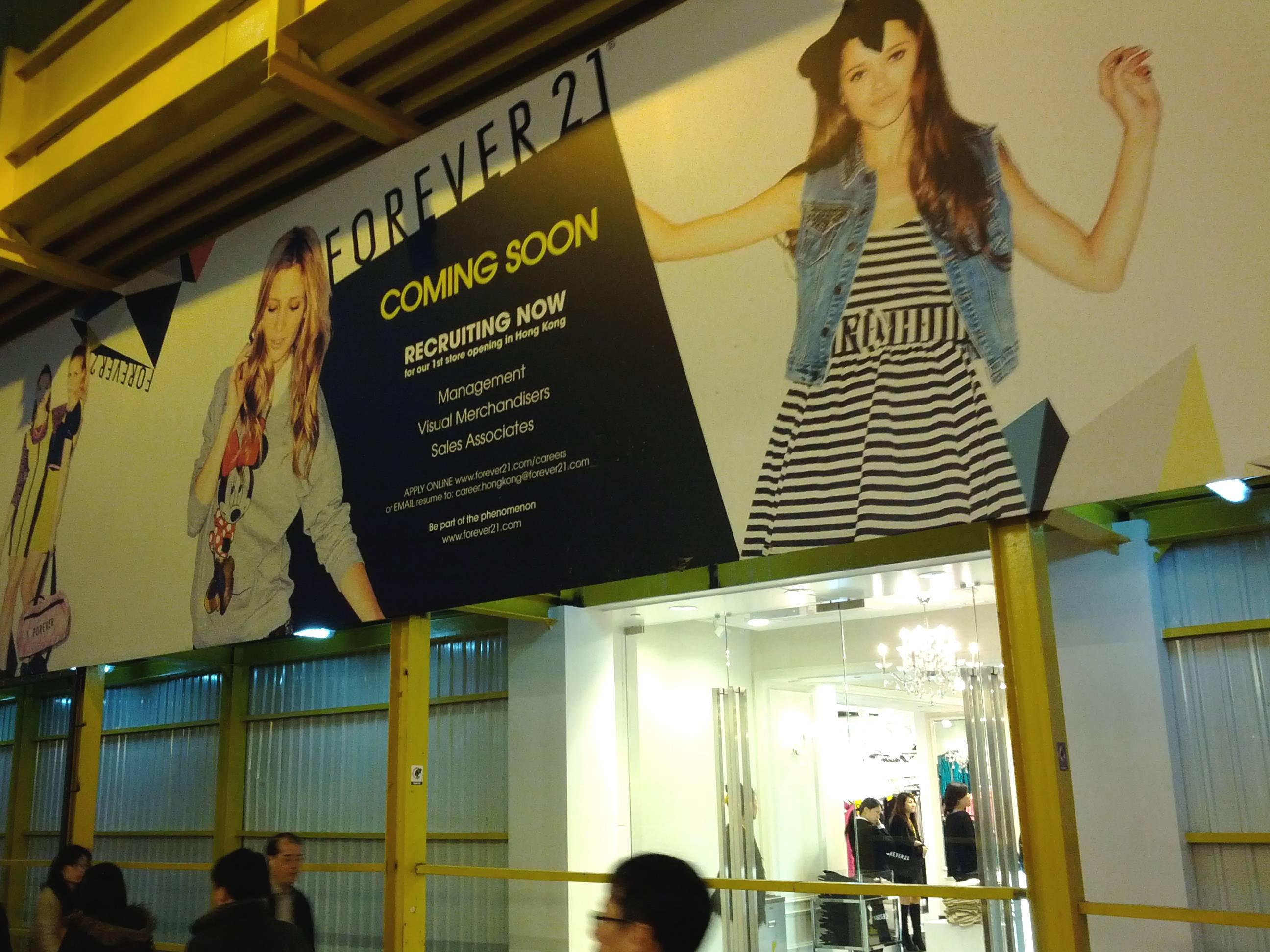 開幕前現場店內直擊!美國時尚服裝品牌「FOREVER 21」香港首間分店,1月18日開幕啦! | MY PACE TRAVEL