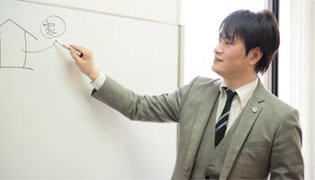 講義をする弁護士米田宝広