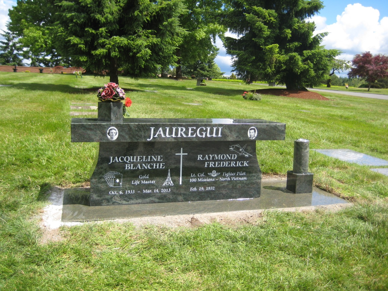 Pedestal granite bench at Sunset Hills Cemetery in