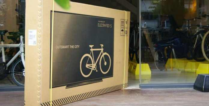 A-Bike-Company-Decrease-Damage-Done-By-Couriers-By-Printing-Flatscreen-TVs-On-Its-Boxes-PackagingGURUji