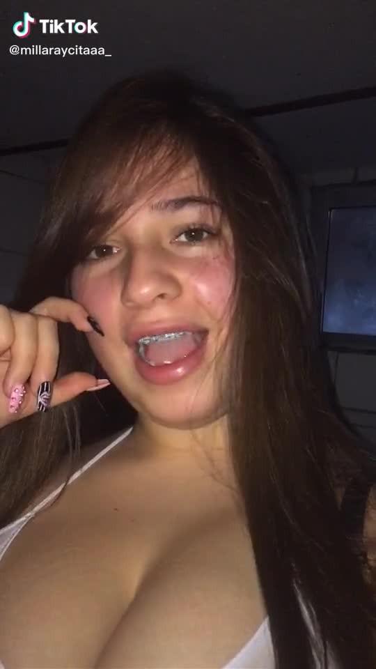 Chica con Grandes tetas + Vídeos hot