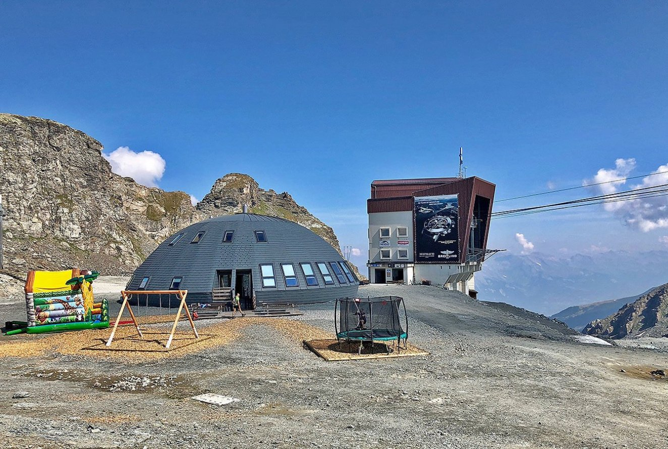 La Gentianes at 2950m altitude with play area