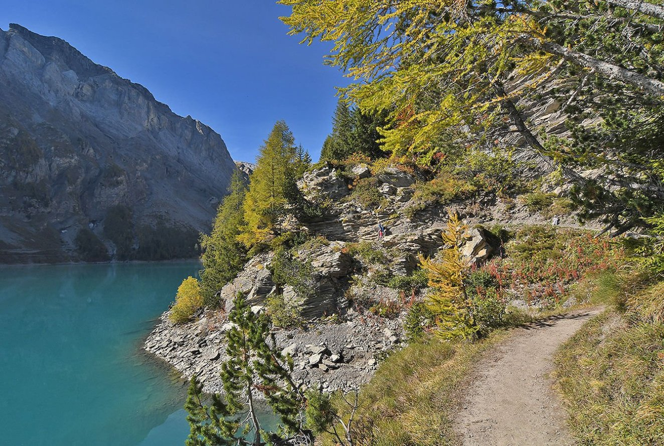 Path around Tseuzier lake - Valais