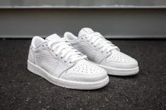 Air Jordan 1 Low No Swoosh white-white angle